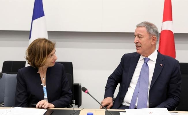 Milli Savunma Bakanı Akar ile Fransız mevkidaşı görüştü