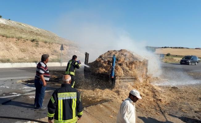 Traktörün saman yüklü römorku yandı