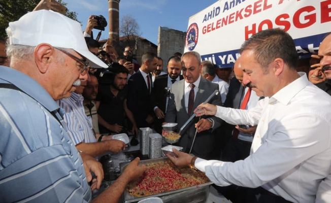 Ankaralılar Derneği'nden Geleneksel Aşure İkramı