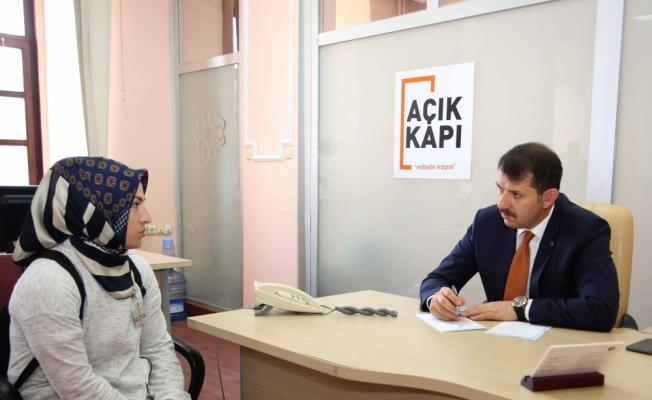 Vali Ayhan, vatandaşların sorunlarını dinledi