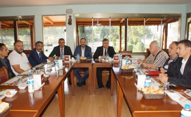 Çubuk Belediye Başkanı Demirbaş'tan değerlendirme toplantısı