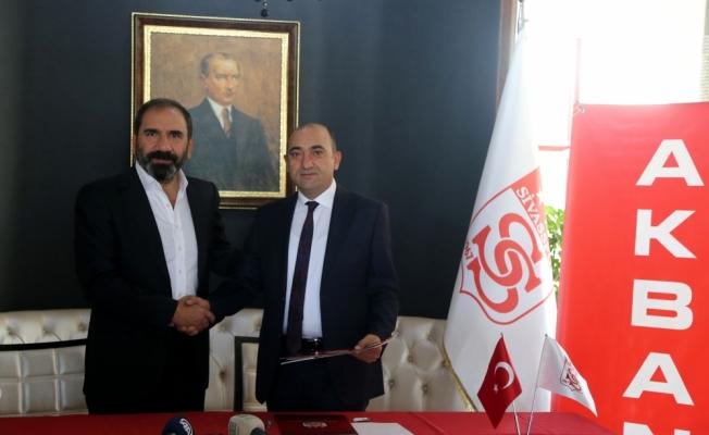 Sivasspor ile Akbank arasındaki sponsorluk anlaşması yenilendi