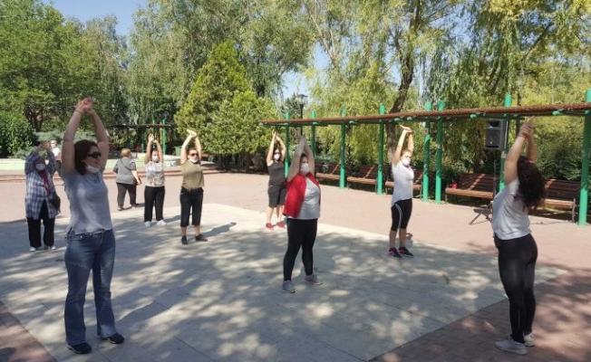 Çankaya parklarında sabah sporuna antrenörler eşlik ediyor