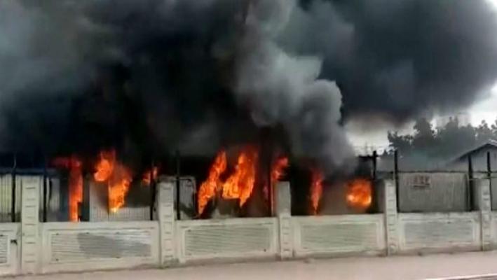 Son dakika... İstanbul'da işçilerin kaldığı konteynerlerde yangın