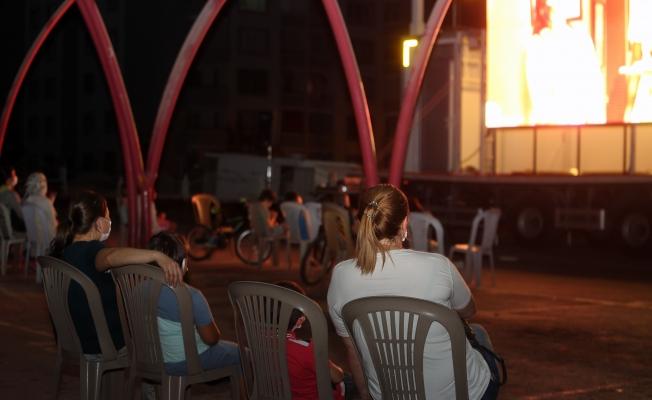 Yenimahalle'de açık hava sinema keyfi başladı