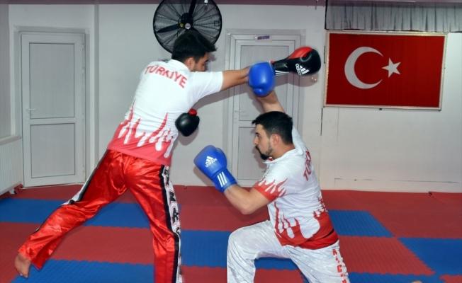 Milli kick boksçu kardeşler turnuvalara hazırlanıyor