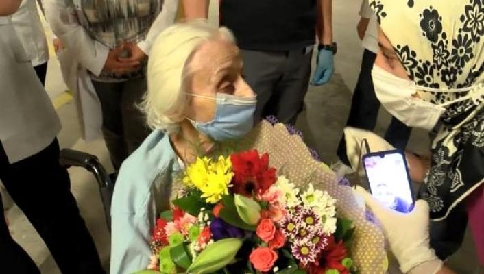 94 yaşındaki emekli hemşire, koronavirüsü yendi