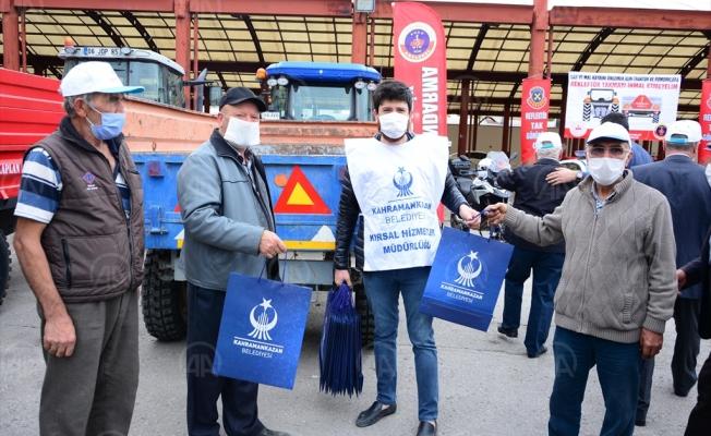 Kahramankazan'da traktör sürücülerine reflektör dağıtıldı