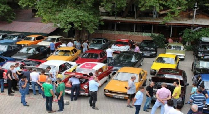 Klasik araç tutkunları Cumhuriyet Bayramı'nı başkent turuyla kutladı