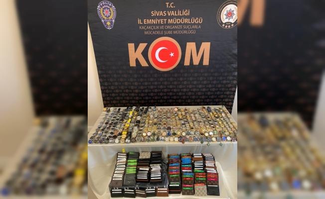 Sivas'ta 283 gümrük kaçağı kol saati ele geçirildi