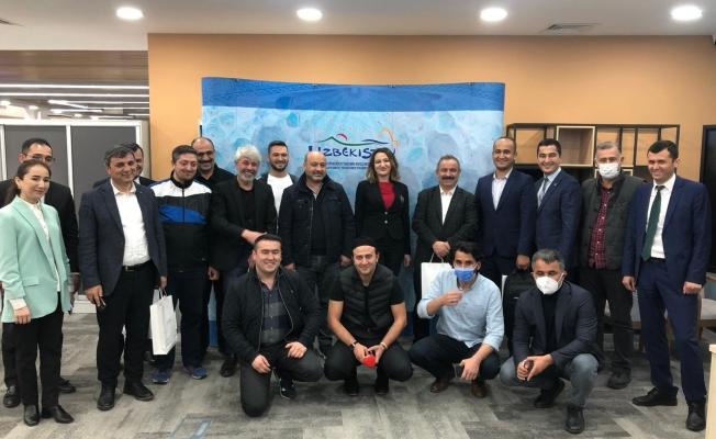 AYD Özbekistan'ın Tarihi Yerlerini Gezdi! Buhara Valisi Zaripov: Türk Kardeşlerimizi Bekliyoruz