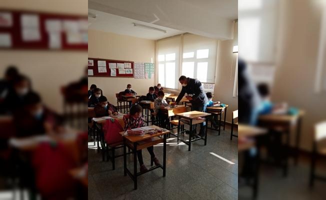 Güdül Belediye Başkanı Muzaffer Yalçın, yüz yüze eğitime başlayan öğrencileri ziyaret etti