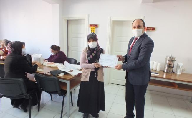 Ulaş'ta kadın kursiyerler sertifikalarını aldı
