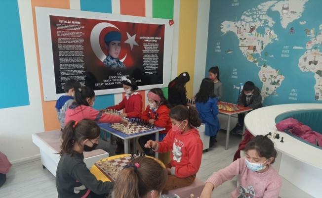 Ulaş'ta köy okullarında satranç kursu açıldı