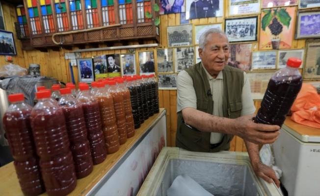 Bağdat'ta Osmanlı Valilerinin de tattığı tarihi 'Hacı Zibale' kuru üzüm suyu iftar sofralarını süslüyor