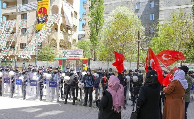 Van'da çocuklarına kavuşmak için HDP binası önünde eylem yapan aile sayısı 30'a yükseldi