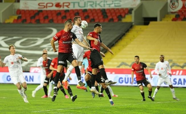 Demir Grup Sivasspor deplasmanda 3 puana uzandı