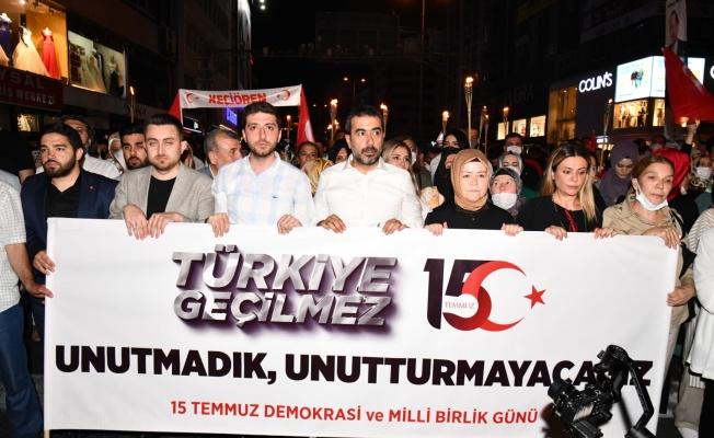 Ankaralı gençlerden 15 Temmuz demokrasi yürüyüşü