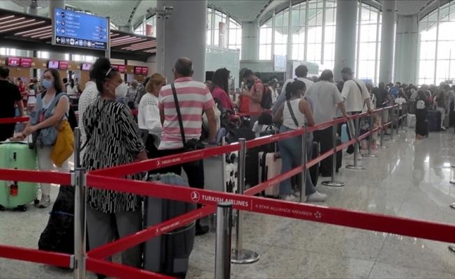 Bakan Karaismailoğlu: Bayramda yaklaşık 12 milyon biletli yolcu seyahat etti