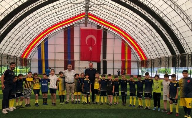 Çubuk Belediye Başkanı Demirbaş, minik sporcuları ziyaret etti