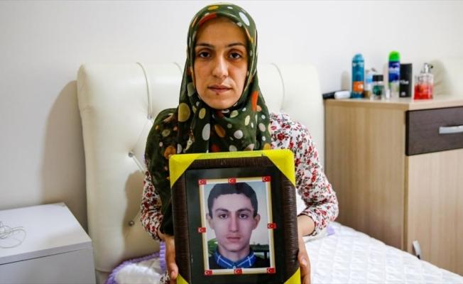 Diyarbakır annelerinden Ayşegül Biçer 3 yıl sonra oğluna kavuşacak olmanın mutluluğunu yaşıyor