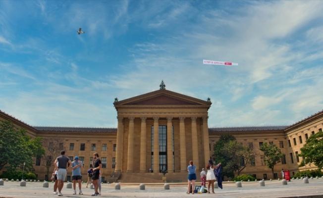 FETÖ elebaşının yaşadığı Pensilvanya eyaletinde 'Demokrasi Zaferi' afişi taşıyan uçak uçuruldu