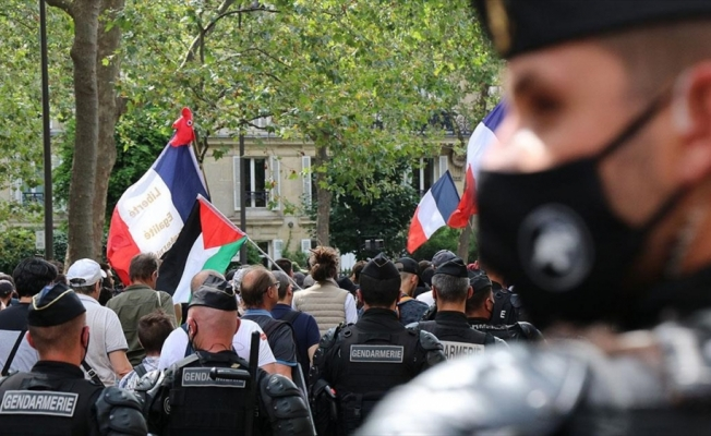 Fransa'da Senato, tartışmalı Kovid-19'la mücadele yasa tasarısını değişikliklerle kabul etti