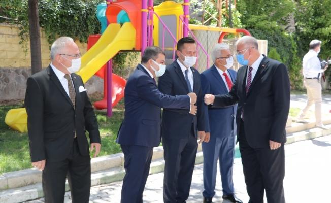 Karaman Valisi Işık, vatandaş ve kamu çalışanlarıyla bayramlaştı