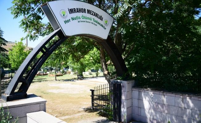 Mamak'ta Mezarlıklar Bayrama Hazırlanıyor