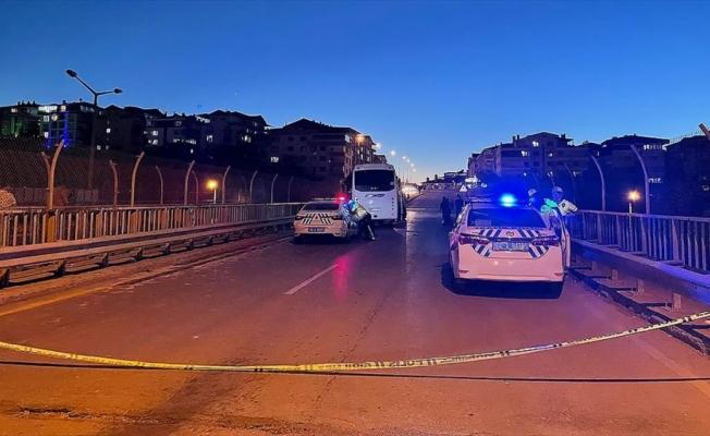 Başkentte servis aracı ile otomobil çarpıştı: 5 ölü