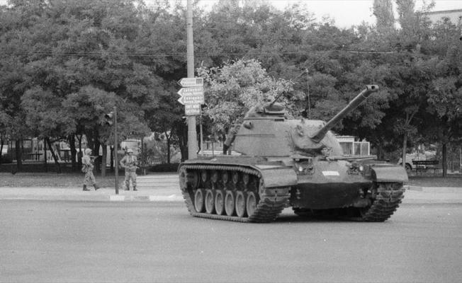 Demokrasinin kara lekesi 12 Eylül darbesinin üzerinden 41 yıl geçti