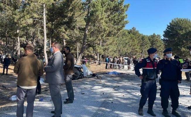 Afyonkarahisar'da öğrenci servisinin devrilmesi sonucu 4'ü öğrenci 5 kişi hayatını kaybetti