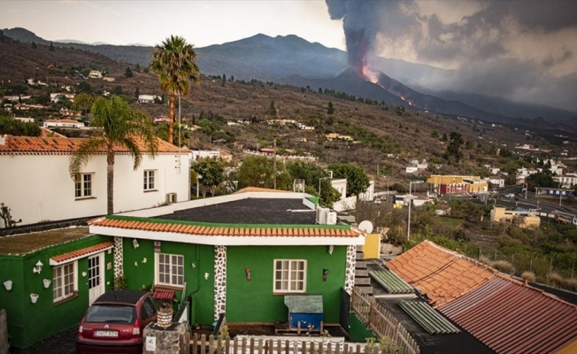 Cumbre Vieja Yanardağı'nın lavları La Palma Adası'ndaki riskleri artırıyor