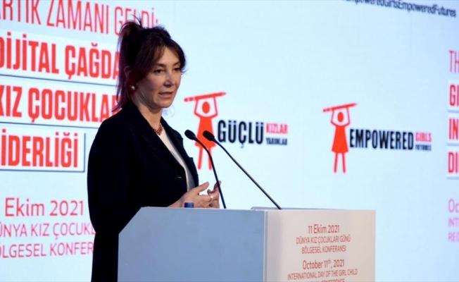 Dünyanın ve Türkiye'nin önde gelen STK'ları 'kız çocuklarının dijital eşitliği için' buluştu