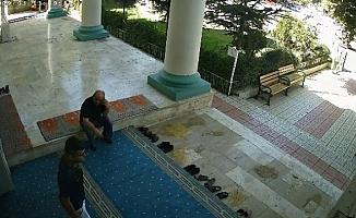 Camide Film Sahnesi Gibi Hırsızlık!