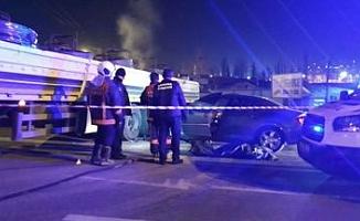 Başkentte Otomobil Tıra Çarptı: 1 Ölü, 1 Yaralı