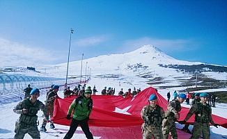 Mehmetçikler kayak öğreniyor