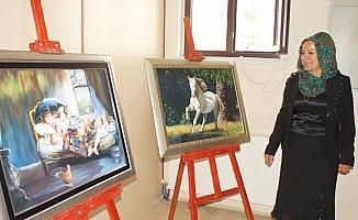 Çubuklu ev hanımı, 10. kişisel sergisini açtı