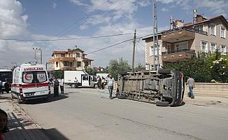 Öğrenci servisiyle kamyonet çarpıştı: 5 yaralı