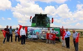 Eskişehir'de çiftçiler 15 Temmuz şehitlerini tarlada andı