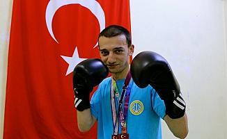 İlahiyatçı boksör gözünü milli takıma dikti