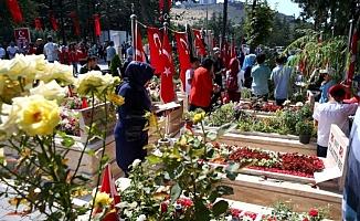 Türkiye 15 Temmuz şehitlerini anıyor