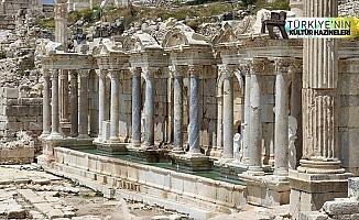 Antoninler Çeşmesi'nden 1800 yıldır 'aşk' akıyor