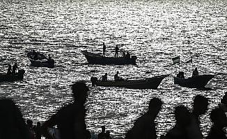 Gazzeliler, İsrail ablukasının kaldırılması talebiyle sahile akın etti