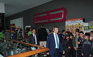 Kırıkkale'de öğrenciler sinemaya götürüldü