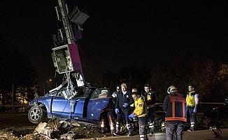 Başkentte otomobil baz istasyonu direğine çarptı: 1 ölü
