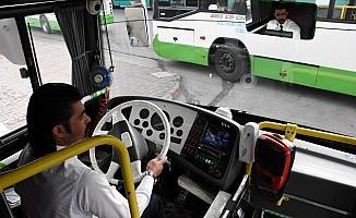 Fenalaşan genci halk otobüsüyle hastaneye götürdü