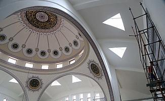 Hat sanatıyla dünya camilerini tezyin ediyor