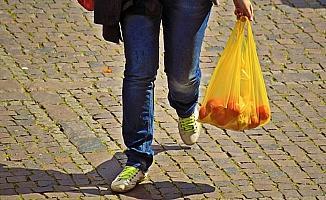 Marketlerde poşetler 25 kuruş oluyor
