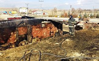 Ulaş'ta samanlık yangını